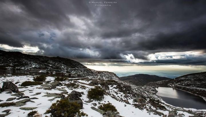 nublado com neve